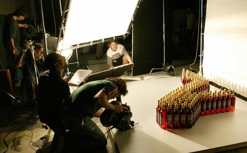 rodaje-botellas-vino-estudio-pantalla-iluminacion