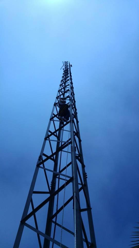 mujer realiza curso de trabajos verticales